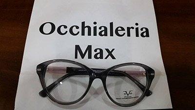 un paio di occhiali della occhialeria Max
