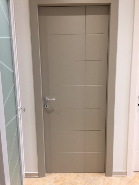 Porte in legno massello modena falegnameria grandi - Montaggio porte interne ...