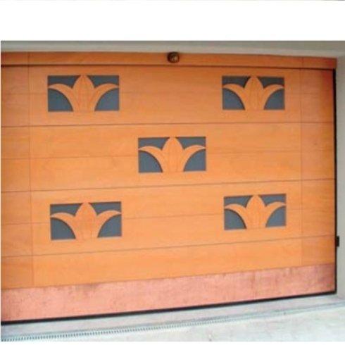 portone in legno decorato