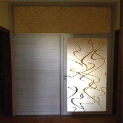 vetrata con porta per chiusura scala