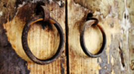 restauro portoni in legno