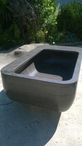 Vasca esterna in marmo