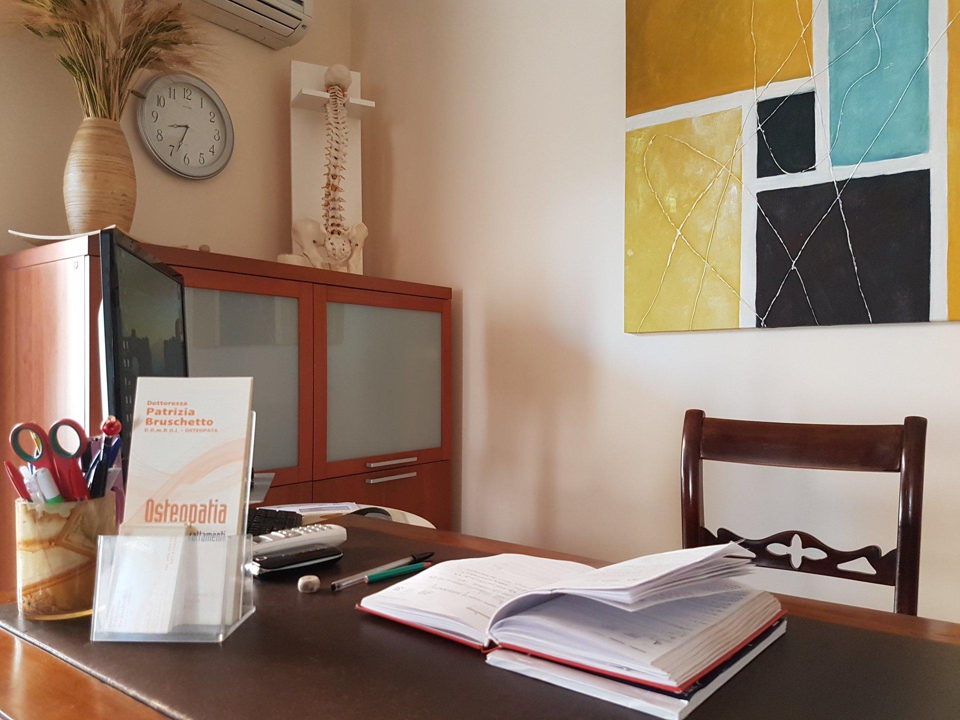 scrivania studio