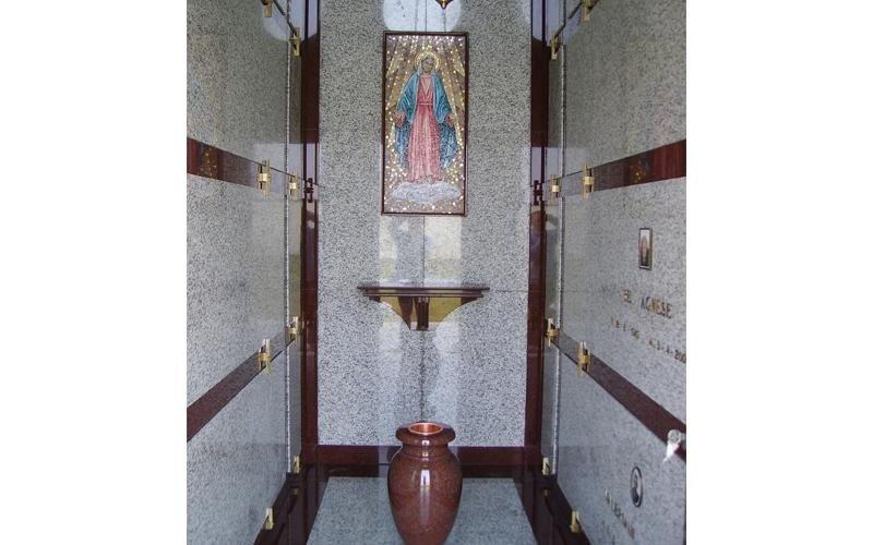 Opere di arte funeraria in marmo