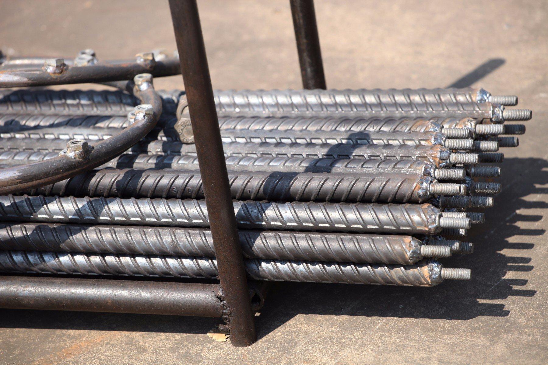 dei tubi in ferro filettati