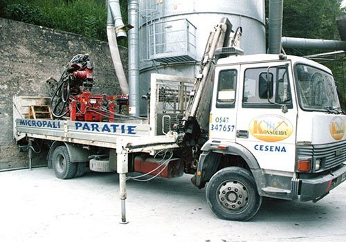 camion ancorato