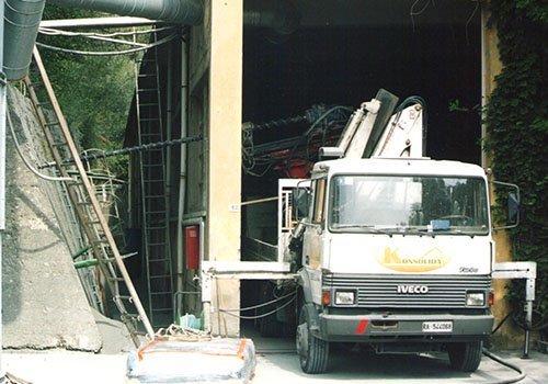 ancoraggio di un silos a un camion