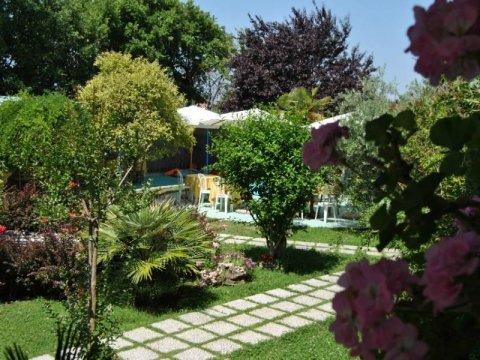 ristorante con giardino