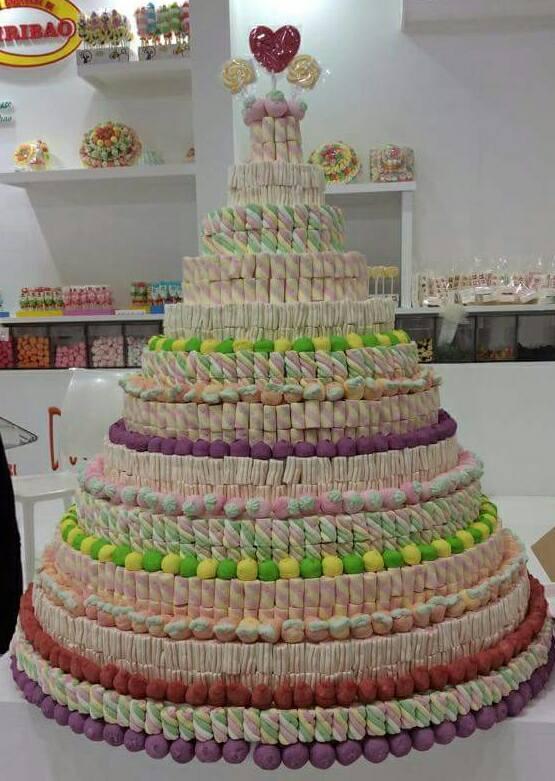torta a piramide colorata