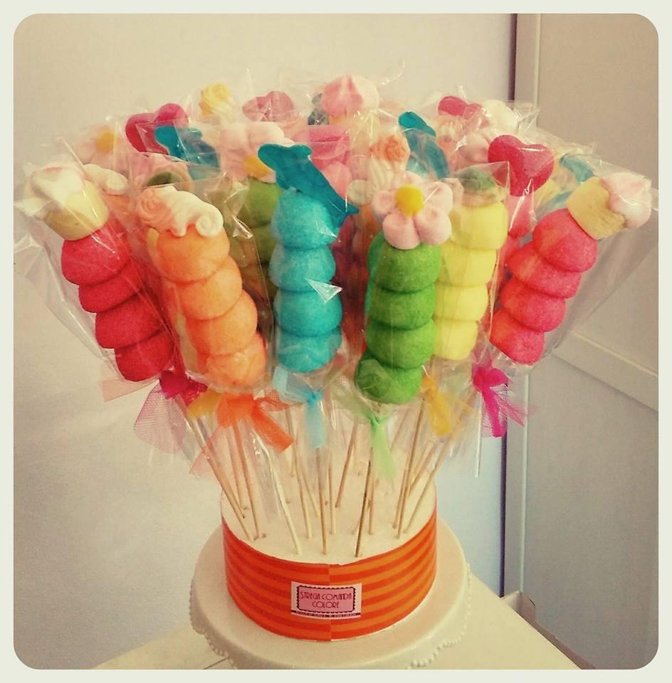 spiedini di caramelle colorate