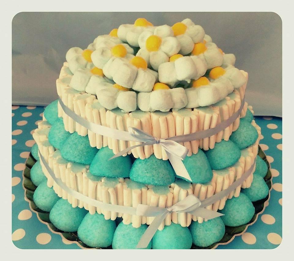 torta con sopra margheritine