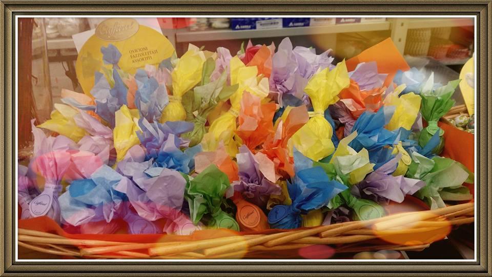 uova di cioccolato colorate