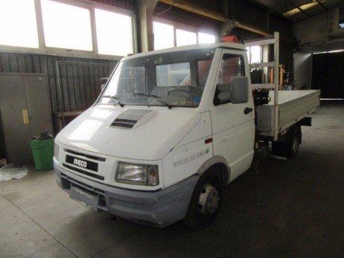 un camioncino della marca Iveco