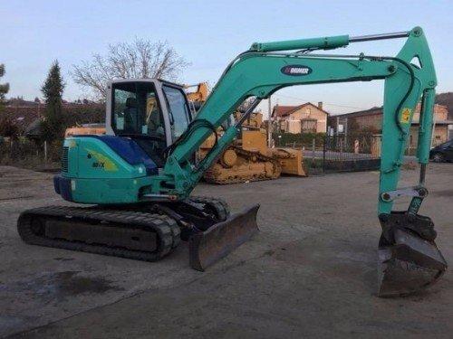 un escavatore verde