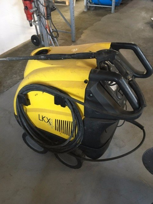 macchina pulitrice gialla