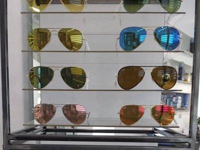 vista frontale di alcuni modelli di occhiali da sole