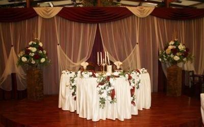 sala con tavolo sposi