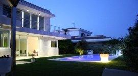 piscina villa a sfioro