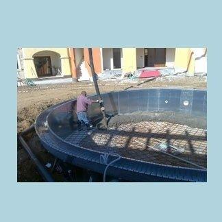 gettata cemento base piscina