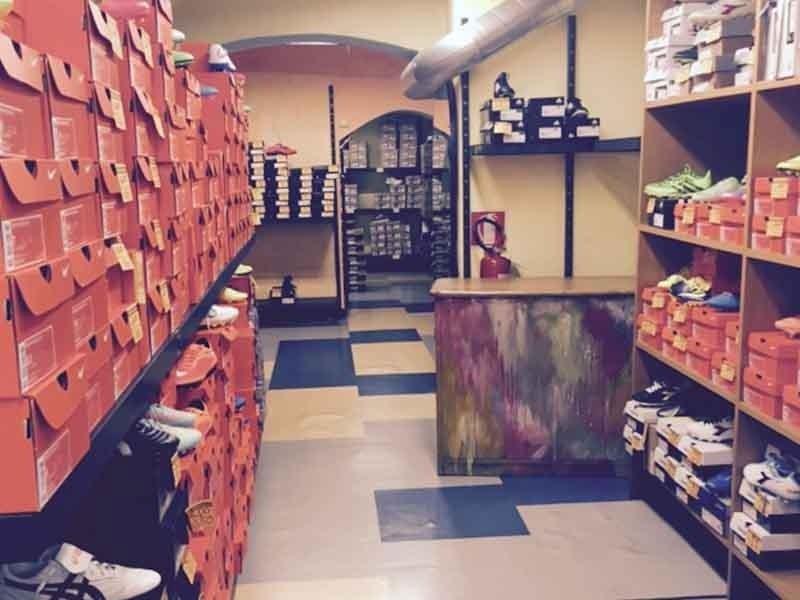 negozio di scarpe sportive