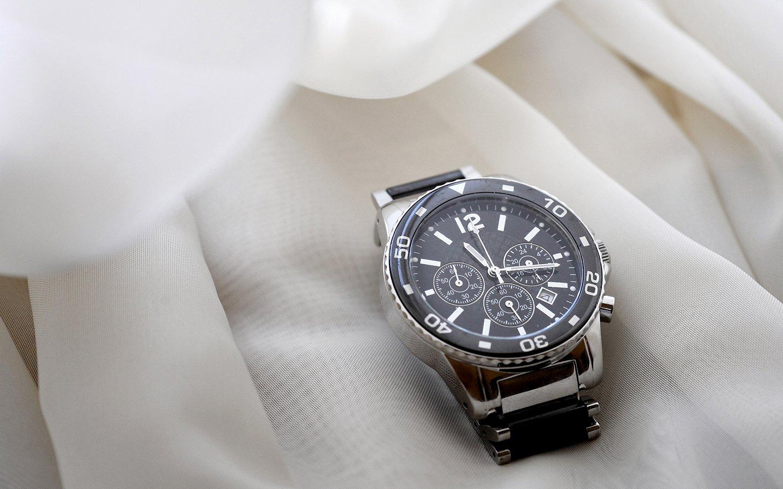un orologio da uomo