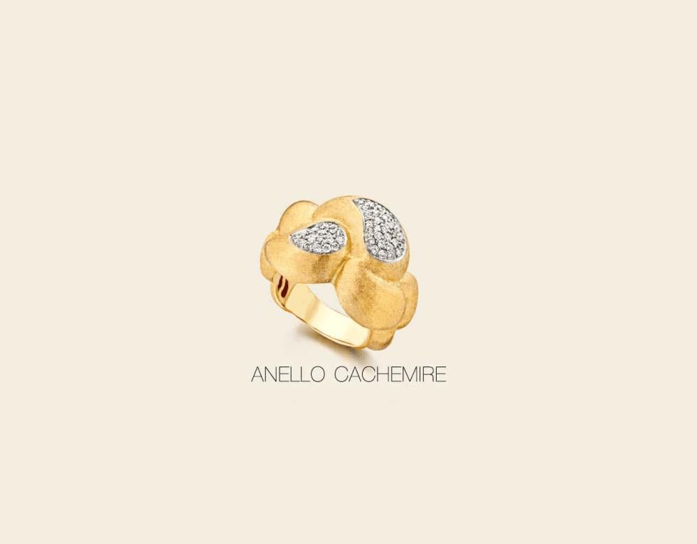un anello bello d'oro con degli zirconi
