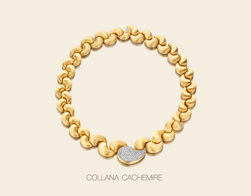 un braccialetto d'oro con degli zirconi