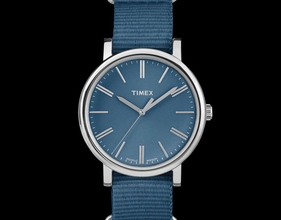 un orologio blu di Timex