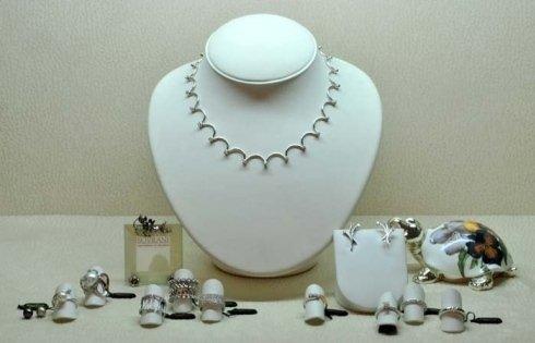 vetrina con i gioielli