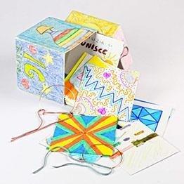 scatola con le carte colorate
