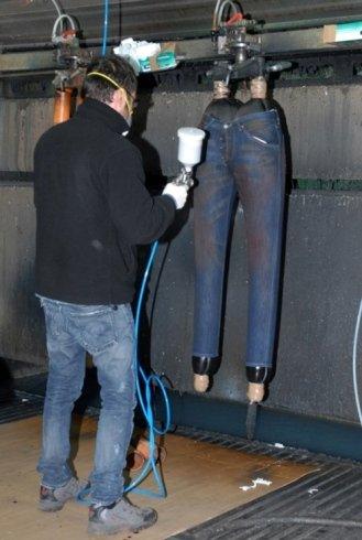 trattamento jeans vernice