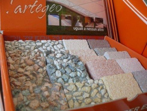 mattonelle assortite in pietra a marchio Cartegeo