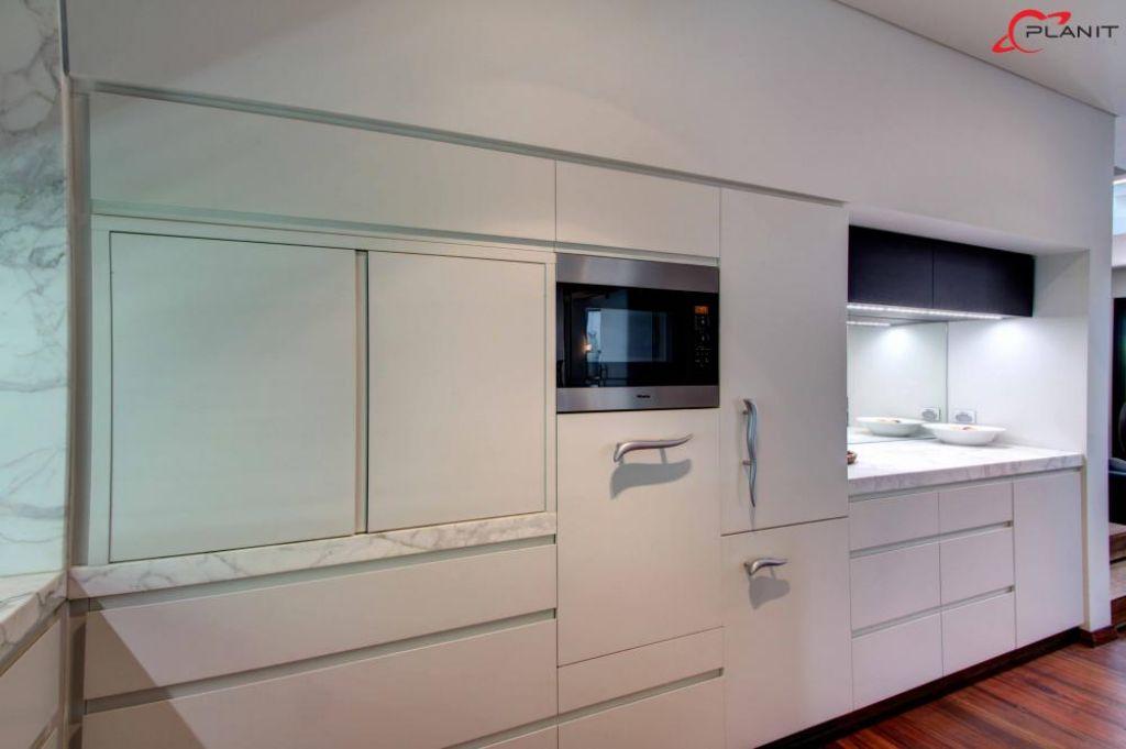 elegant marble featured kitchen