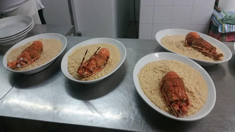 Quattro vassoi con  piatti a base di l'aragosta