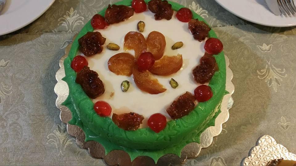 Un torta alla frutta fresca