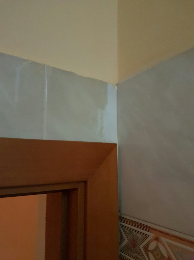 Una parete sporca e una pulita