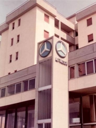 Insegna Mercedes