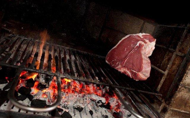 carne crudo alla griglia