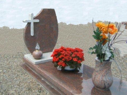 opere funerarie, lavorazione su misura, arte funeraria di marmo