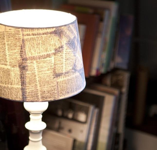 lampade con pagine di libro