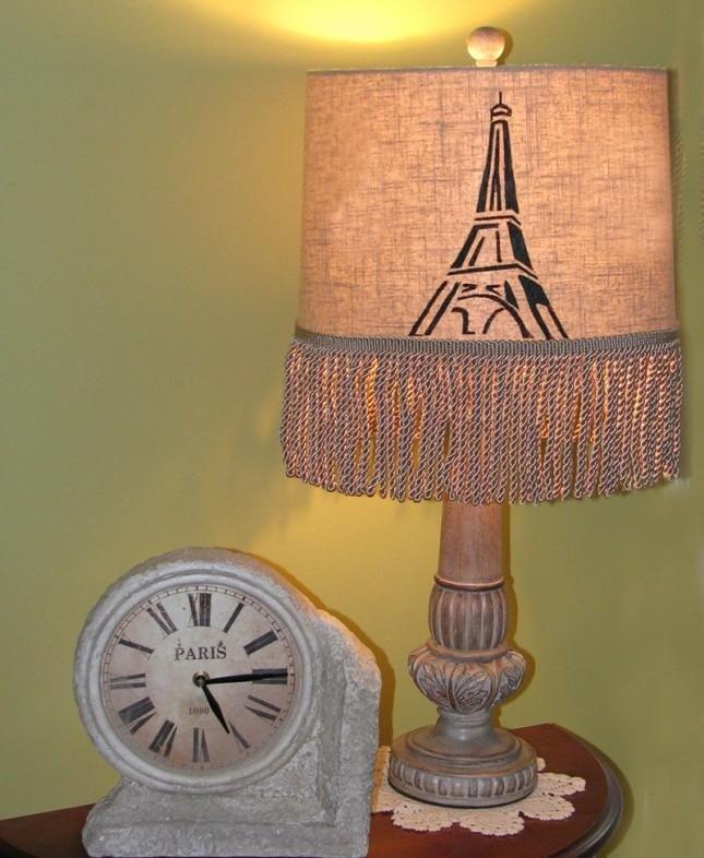lampada con torre eiffel