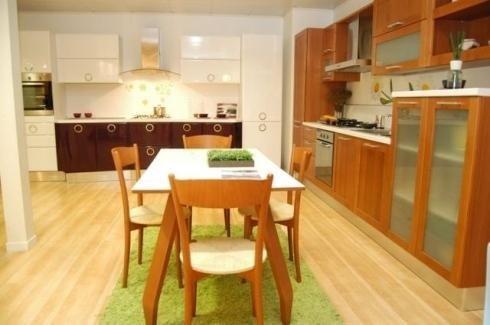 Tavolo in legno per cucina