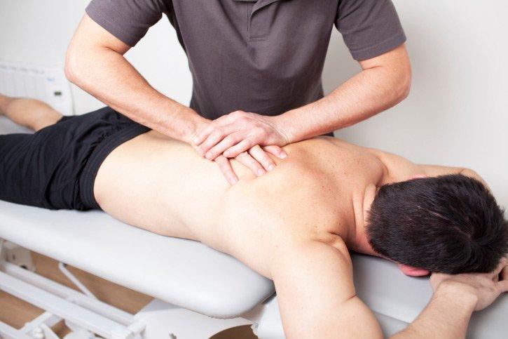 chiropractor-massage-back