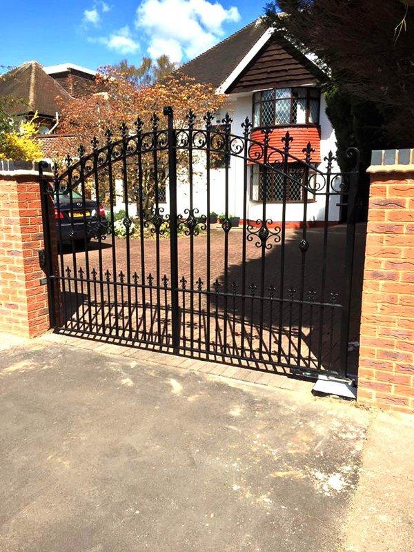 medium size gate