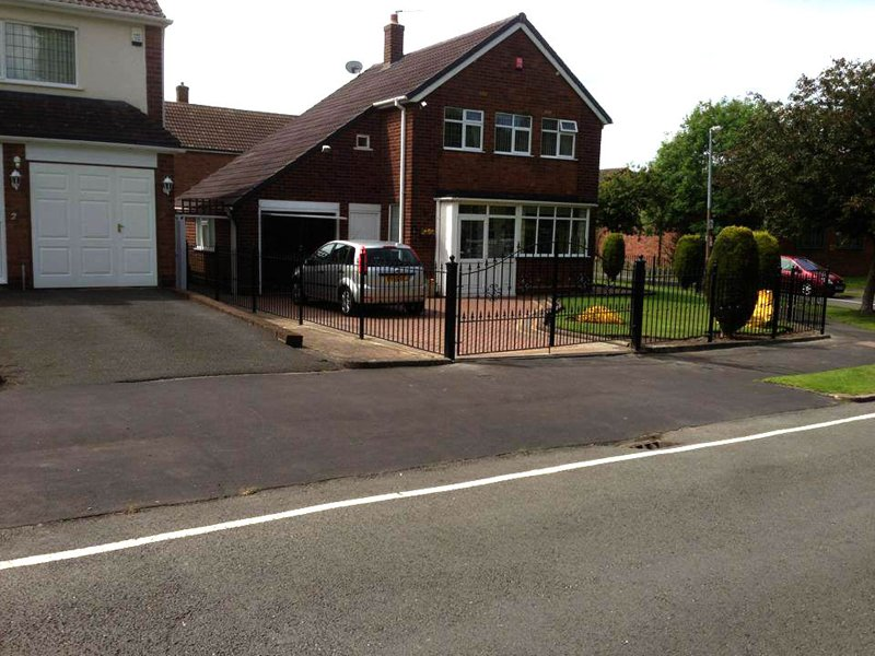 domestic property rod fencing