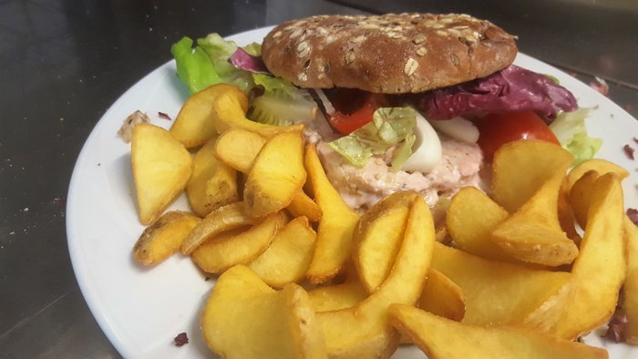 patate fritte con hamburger