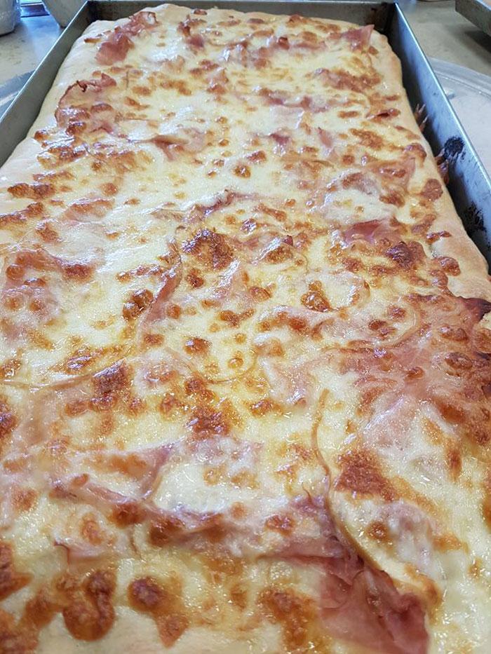 pizza al tagliere con prosciutto cotto