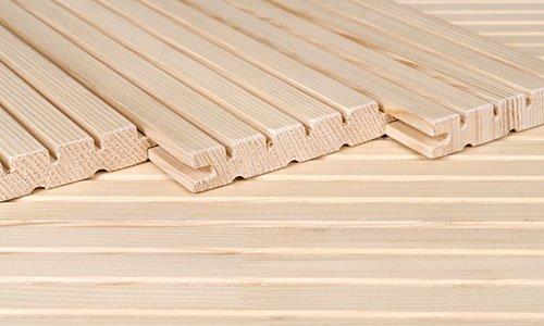 delle assi di legno chiaro