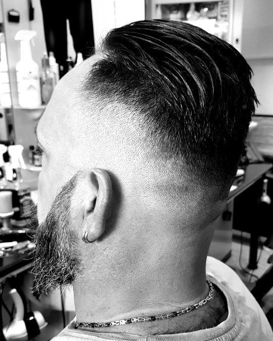 vista dei capelli e barba di un cliente