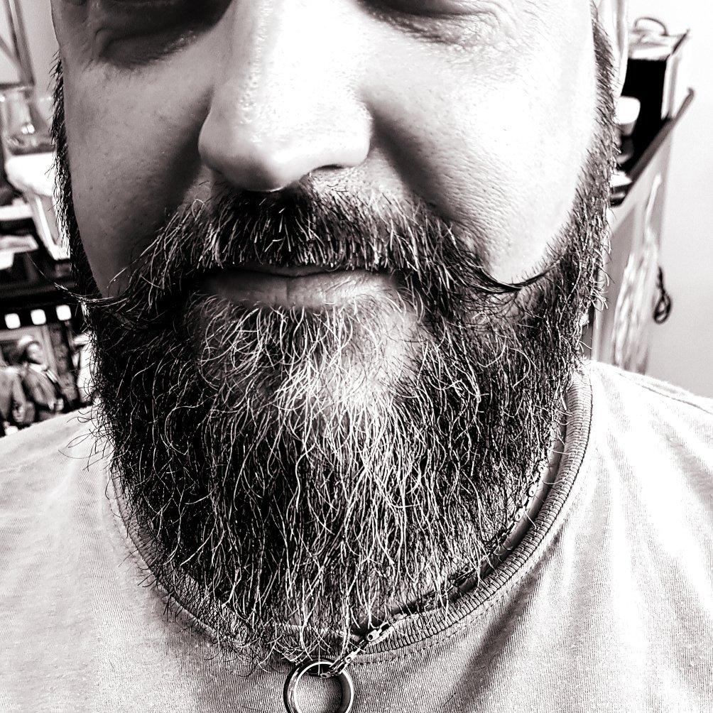 particolare della barba di un cliente